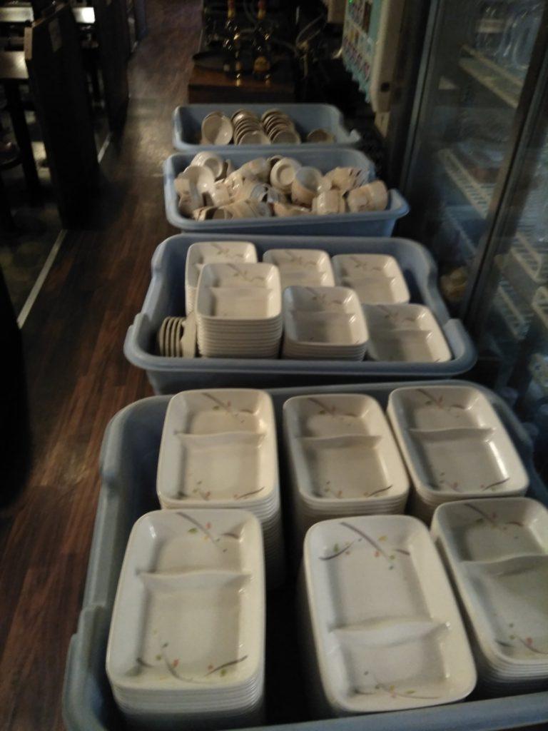 たくさんの食器1